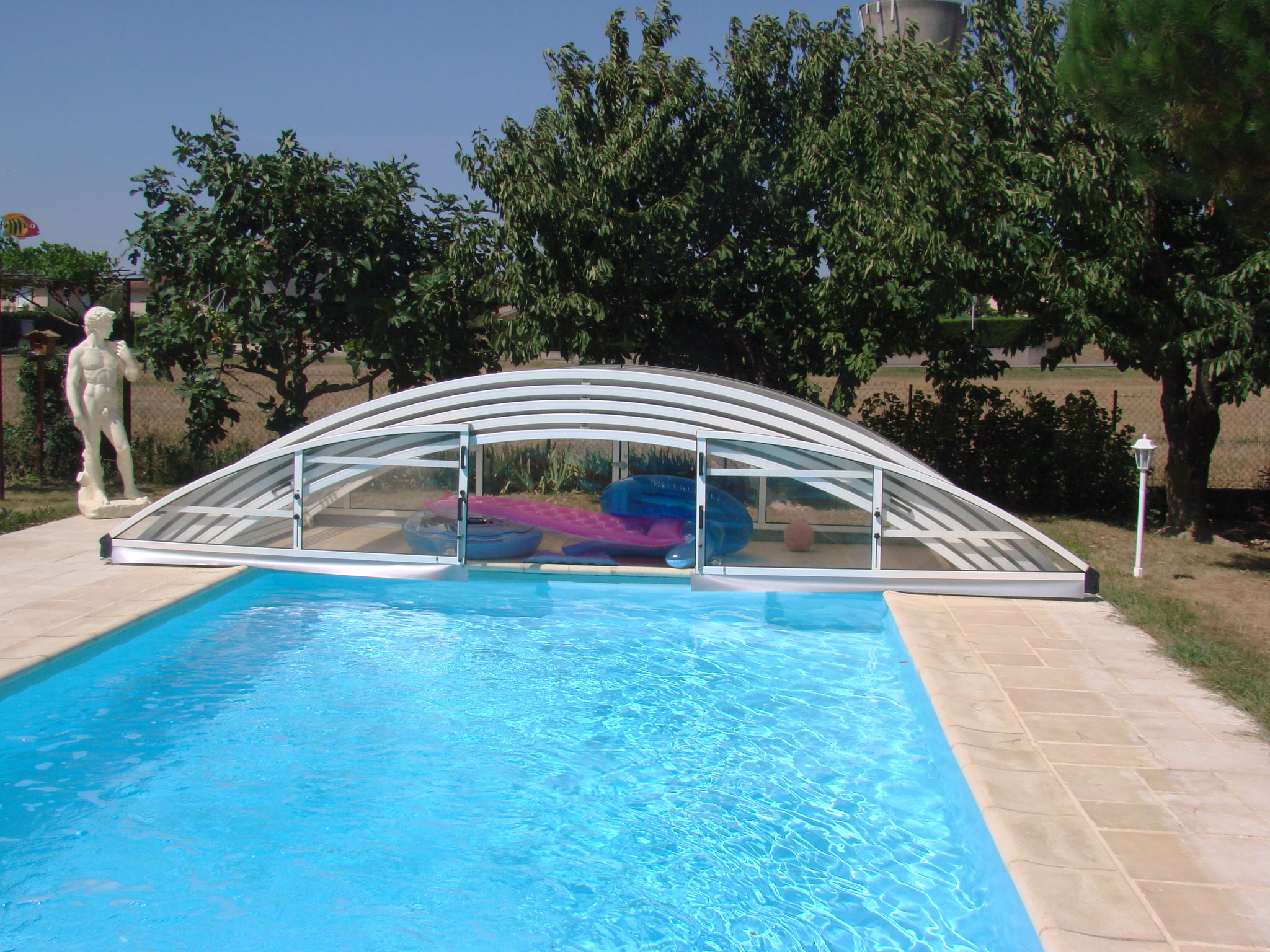 Angebot swimming pools manufacturer in europe for Plexiglass pool enclosure